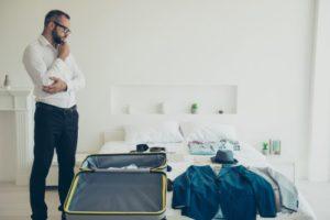Anzug auf Reisen transportieren